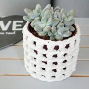 Cache-pot blanc ajouré