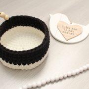 Panier perlé noir et blanc