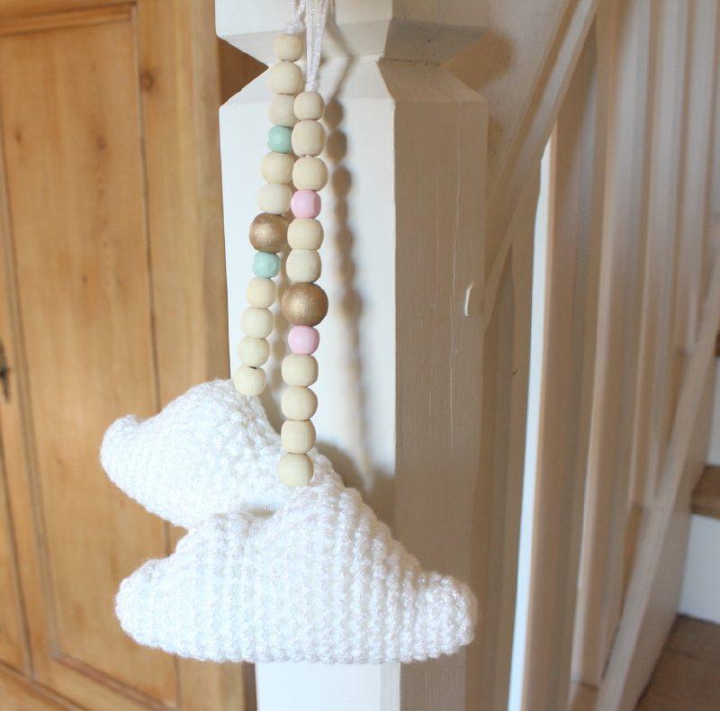 jolie guirlande nuage et perles roses et or ateliernat. Black Bedroom Furniture Sets. Home Design Ideas