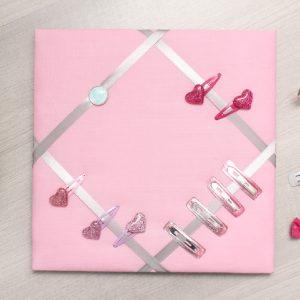 Cadre barrettes rose pâle bouton coeur bleu