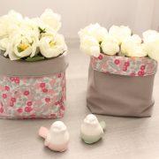 Paniers souples en tissu gris fleurs roses