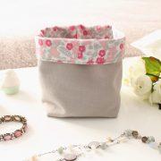 Panier souple en tissu gris et fleurs roses