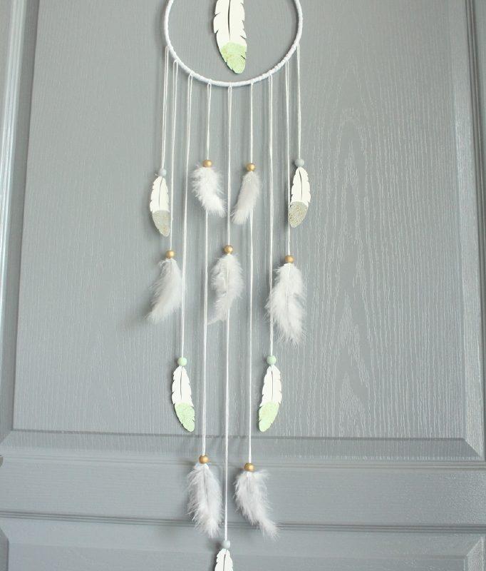 attrape reve plume vert tendre gris et or. Black Bedroom Furniture Sets. Home Design Ideas