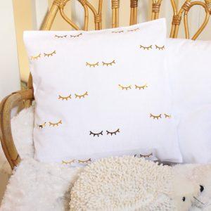 Coussin cils blanc et or Décoration chambre enfant bébé