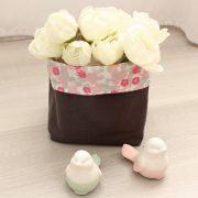 Panier souple en tissu gris plomb et fleurs roses
