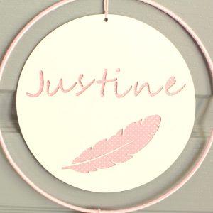 Suspension pompon rose personnalisable avec un prénom et un motif