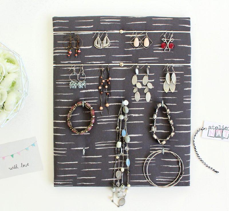 porte bijoux mural gris pour boucles d 39 oreilles colliers bracelets. Black Bedroom Furniture Sets. Home Design Ideas