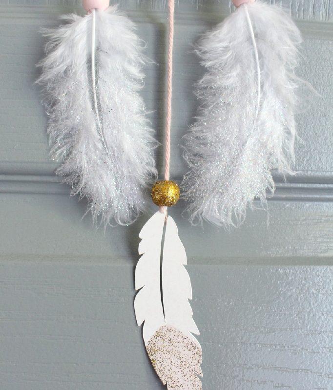 attrape reve plume rose et or a paillettes. Black Bedroom Furniture Sets. Home Design Ideas