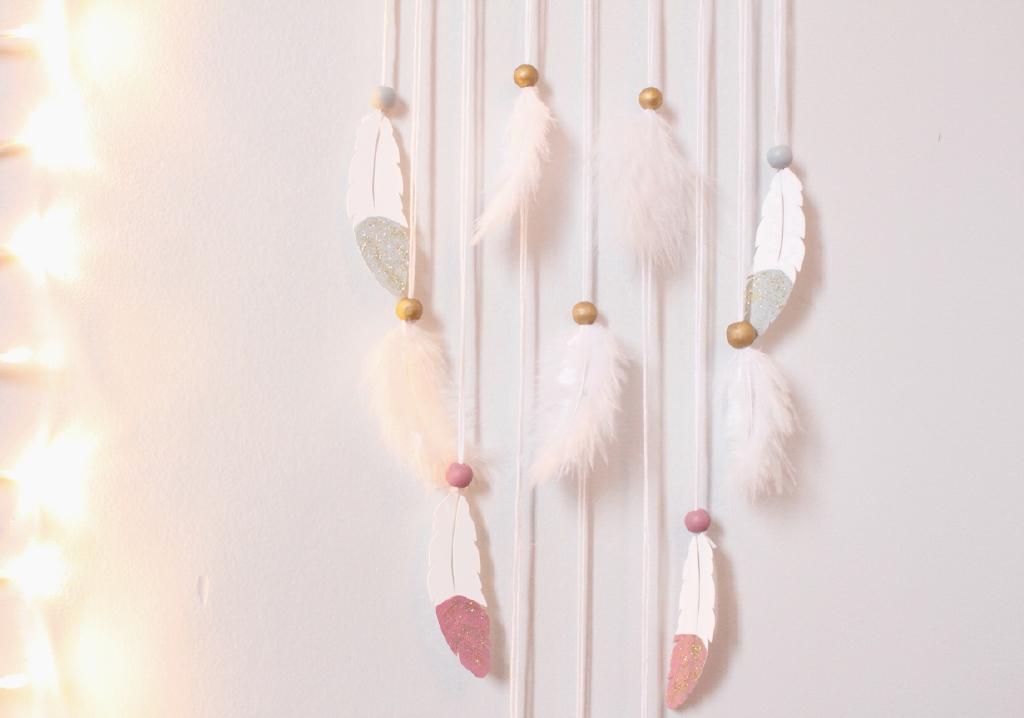 Attrape-rêve-Plume-rose-gris-or-et-blanc4