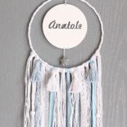 Attrape-rêve Pompon blanc et bleu personnalisé avec prénom ajouré