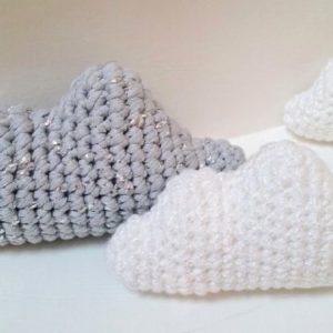 Coussins nuages gris argent et blanc pailleté tricot Décoration chambre enfant bébé