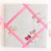 Cadre pour barrettes gris clair et rose Personnalisable