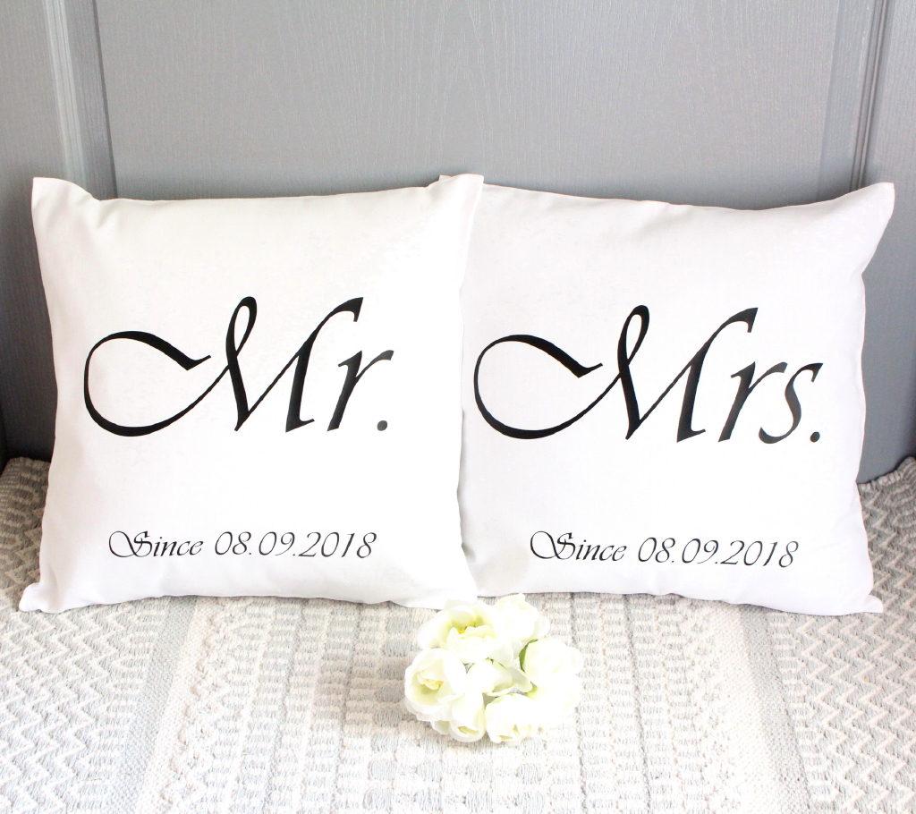 Coussins mariés blanc et noir personnalisable avec date Cadeau de Mariage