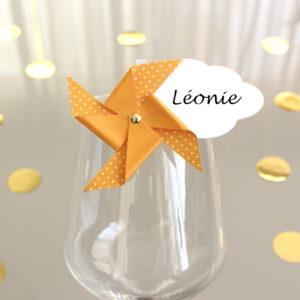 Marque-verre Marque-place Moulin à vent et Nuage orange à pois