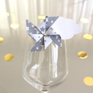 Marque-verre Marque-place Moulin à vent et Nuage étoiles grises