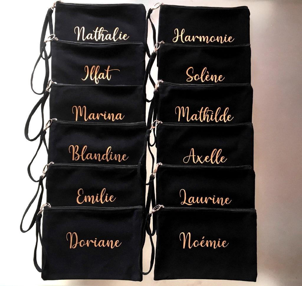 Pochettes noires dragonne personnalisées avec un prénom or mat