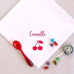 Serviette de table cerise personnalisable avec un prénom