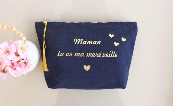 """Trousse marine pompon or """"Tu es ma mère'veille"""""""