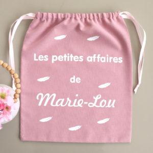 """Pochon sac rose poudré plumes """"Les petites affaires de"""" personnalisable"""