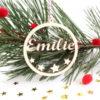 Boule de Noël prénom ajouré Étoiles en bois