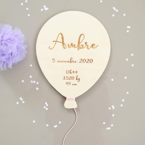 Ballon prénom en bois avec infos de naissance