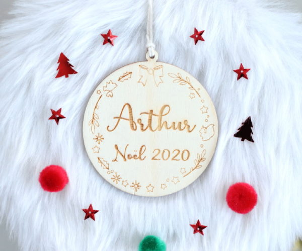 "Boule de Noël en bois prénom ""Noël 2020"""