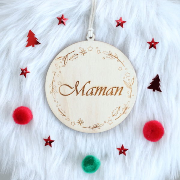Boule de Noël en bois prénom Couronne houx