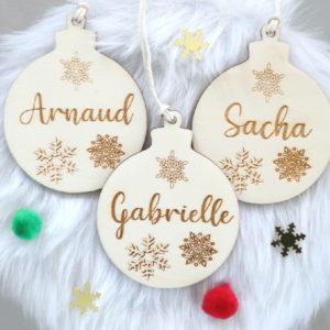 Boule de Noël en bois prénom flocons