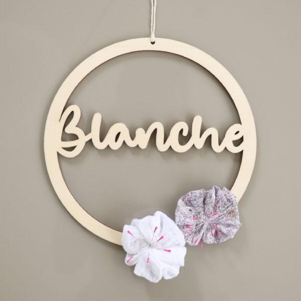 Couronne prénom en bois avec fleurs