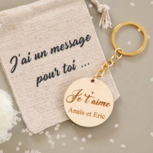 """Porte-clés en bois """"Je t'aime"""" à personnaliser avec prénom(s)"""