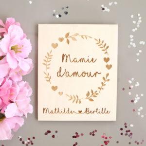 Carte en bois à personnaliser Couronne cœurs et fleurs