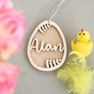 Suspension œuf de Pâques en bois feuillage avec prénom