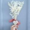 Bouquet de fleurs séchées blanc avec Cœur en bois à personnaliser