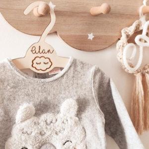 Cintre bébé en bois personnalisé Nuage