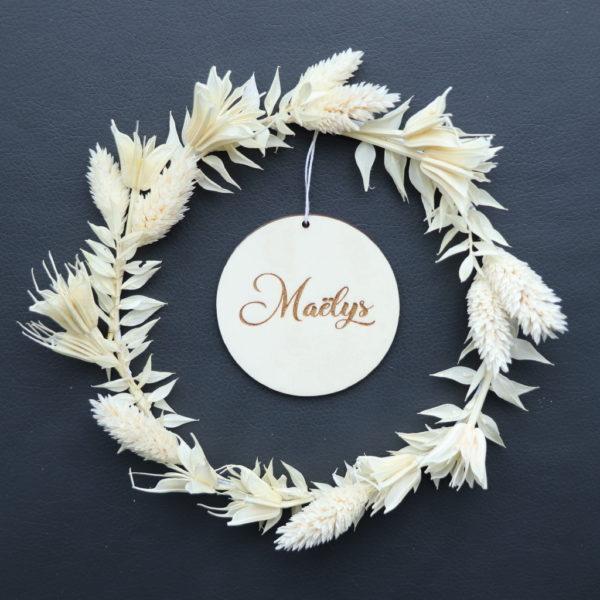 """Couronne de fleurs séchées """"Blanche"""" avec Médaillon prénom en bois"""