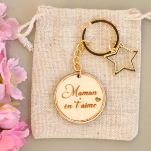 """Porte-clés étoile personnalisable """"On t'aime"""""""