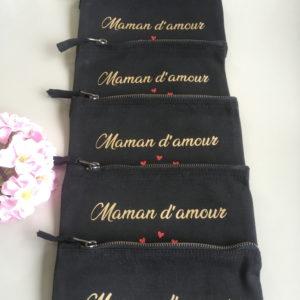 """Trousse pochette noire cœurs rouges personnalisable """"Maman d'amour"""""""