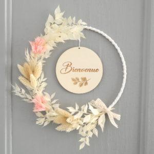 """Couronne de fleurs séchées avec médaillon """"Bienvenue"""""""