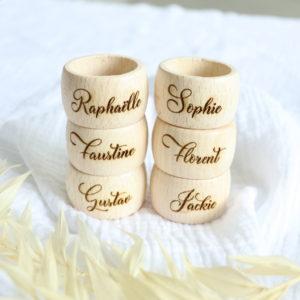 Rond de serviette en bois personnalisé avec un prénom