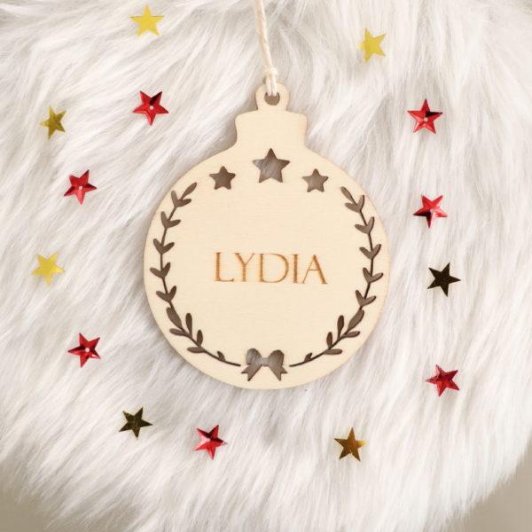 Boule de Noël en bois prénom couronne ajourée