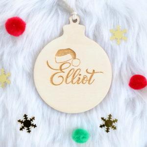 """Boule de Noël en bois prénom """"Bonnet du Père Noël"""""""